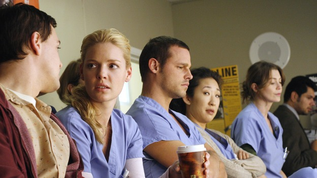 "GREY'S ANATOMY - ""Six Days"" - After a successful operation on his heart, George's father undergoes surgery for his cancer, Thatcher Grey visits Seattle Grace in order to see his new granddaughter, and Meredith discovers that Derek has trouble sleeping soundly, on ""Grey's Anatomy,"" THURSDAY, JANUARY 4 (9:00-10:01 p.m., ET) on the ABC Television Network. (ABC/RON TOM)T.R. KNIGHT, KATHERINE HEIGL, JUSTIN CHAMBERS, SANDRA OH, ELLEN POMPEO"