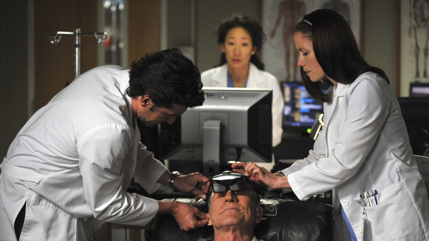 "GREY'S ANATOMY- ""Here Comes the Flood"" - Lexie assists with a patient after her photographic memory helps her make the correct diagnosis, on ""Grey's Anatomy,"" THURSDAY, OCTOBER 9 (9:00-10:01 p.m., ET) on the ABC Television Network. (ABC/ERIC McCANDLESS) PATRICK DEMPSEY, SANDRA OH (BACKGROUND), DANIEL J. TRAVANTI, CHYLER LEIGH"