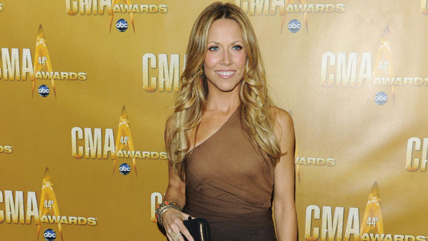 "THE 44TH ANNUAL CMA AWARDS - RED CARPET ARRIVALS - ""The 44th Annual CMA Awards"" will be broadcast live from the Bridgestone Arena in Nashville, WEDNESDAY, NOVEMBER 10 (8:00-11:00 p.m., ET) on the ABC Television Network. (ABC/ANDREW WALKER)SHERYL CROW"