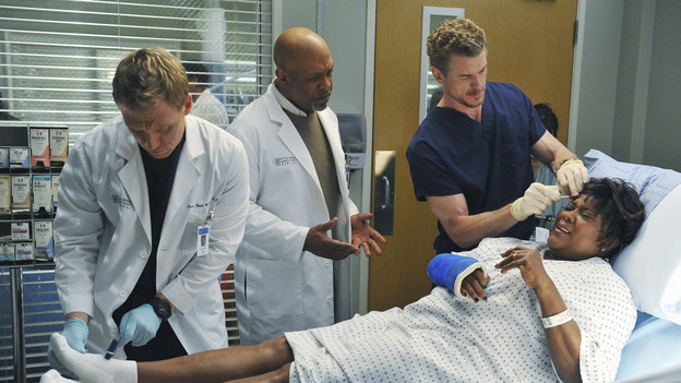 "GREY'S ANATOMY - ""Not Responsible"" - Meredith must choose between her fertility treatments and her eyesight when she begins having trouble seeing, Mark makes it clear to Callie and Arizona that he takes his role as father-to-be very seriously, and April discovers there's more to Dr. Stark than first appears, on ""Grey's Anatomy,"" THURSDAY, FEBRUARY 24 (9:00-10:01 p.m., ET) on the ABC Television Network. (ABC/ERIC MCCANDLESS)KEVIN MCKIDD, JAMES PICKENS JR., ERIC DANE, LORETTA DEVINE"