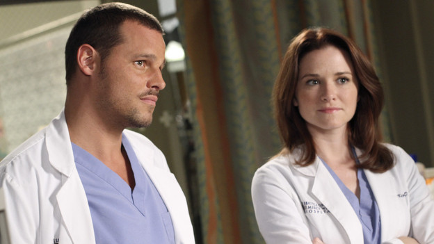 "GREY'S ANATOMY - ""Something's Gotta Give"" - Top security measures go into place as a team of doctors, led by the Chief, try to save the life of a major policitcal figure from the Middle East. Meanwhile Cristina decides to finally decorate her new place and throw a housewarming party, and Alex shows up late from a weekend getaway to his first day of rounds with the new Pediatrics Attending, Dr. Phil Stark (guest star Peter MacNicol), on ""Grey's Anatomy,"" THURSDAY, NOVEMBER 11 (9:00-10:01 p.m., ET) on the ABC Television Network. (ABC/RON TOM)JUSTIN CHAMBERS, SARAH DREW"