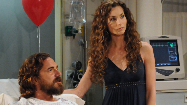 Thorsten Kaye as Zach Slater, Alicia Minshew as Kendall Hart