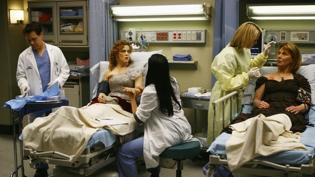 "GREY'S ANATOMY - ""Dream a Little Dream of Me"" - George, Callie and Izzie care for the three injured women, on ""Grey's Anatomy,"" THURSDAY, SEPTEMBER 25 (9:00-11:00 p.m., ET) on the ABC Television Network. (ABC/SCOTT GARFIELD) T.R. KNIGHT, BERNADETTE PETERS, SARA RAMIREZ, KATHERINE HEIGL, MARIETTE HARTLEY"