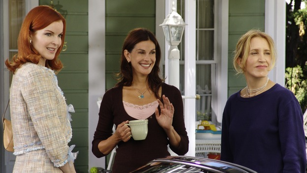 DESPERATE HOUSEWIVES - &quot;PRETTY LITTLE PICTURE&quot; (ABC/DANNY FELD)MARCIA CROSS, TERI HATCHER, FELICITY HUFFMAN