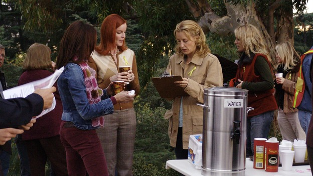 "DESPERATE HOUSEWIVES - ""Move On"" - Edie organizes a neighborhood search for the missing Mrs. Huber, just as the absent busybody's sister (guest star Harriet Sansom Harris) arrives on Wisteria Lane. Meanwhile, Bree resigns herself to her marital state and asks an attractive pharmacist (Tony Award-winning actor Roger Bart) on a date; Susan's ex, Karl (guest star Richard Burgi), suddenly reappears in her life; Lynette fears that Tom is attracted to the new nanny (guest star Marla Sokoloff); and Gabrielle sinks to new depths - she gets a job -- on ""Desperate Housewives,"" SUNDAY, JANUARY 9 (9:00-10:00 p.m., ET), on the ABC Television Network. (ABC/DANNY FELD)TERI HATCHER, MARCIA CROSS, FELICITY HUFFMAN"