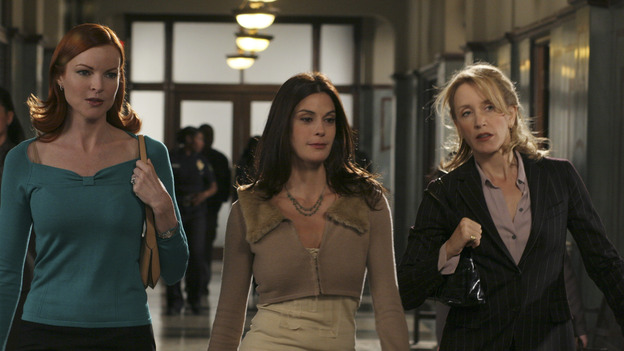DESPERATE HOUSEWIVES - - (ABC/DANNY FELD) MARCIA CROSS, TERI HATCHER, FELICITY HUFFMAN