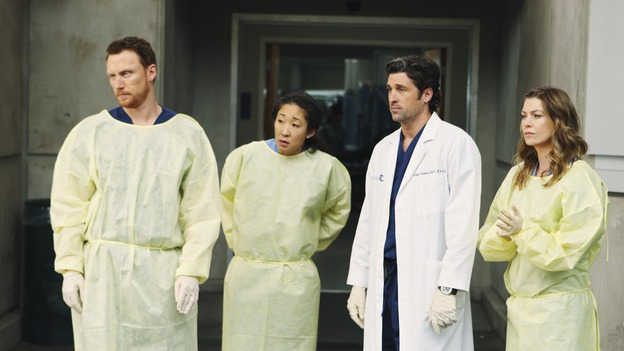 "GREY'S ANATOMY - ""Wish You Were Here"" - Owen, Cristina, Derek and Meredith wait for their new patient, a convicted serial killer on death row, on ""Grey's Anatomy,"" THURSDAY, JANUARY 8 (9:00-10:01 p.m., ET) on the ABC Television Network. (ABC/CRAIG SJODIN) KEVIN MCKIDD, SANDRA OH, PATRICK DEMPSEY, ELLEN POMPEO"