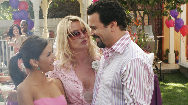"DESPERATE HOUSEWIVES - ""FEAR NO MORE "" (ABC/RON TOM) EVA LONGORIA, NICOLLETTE SHERIDAN, RICARDO ANTONIO CHAVIRA"