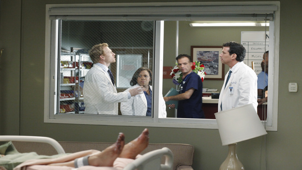 GREY'S ANATOMY - &quot;Remember the Time&quot; - (ABC/RICHARD CARTWRIGHT)KEVIN MCKIDD, CHANDRA WILSON, CRAIG SUSSER
