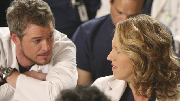 "GREY'S ANATOMY - ""Here Comes the Flood"" - Mark takes a moment to hit on Erica Hahn, on ""Grey's Anatomy,"" THURSDAY, OCTOBER 9 (9:00-10:01 p.m., ET) on the ABC Television Network. (ABC/DANNY FELD) ERIC DANE, BROOKE SMITH, PATRICK DEMPSEY (BACKGROUND)"