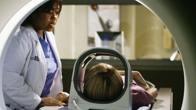 "GREY'S ANATOMY - ""What a Difference a Day Makes"" - Bailey prepares Izzie for a test, on ""Grey's Anatomy,"" THURSDAY, MAY 7 (9:00-10:02 p.m., ET) on the ABC Television Network. (ABC/SCOTT GARFIELD) CHANDRA WILSON, KATHERINE HEIGL"
