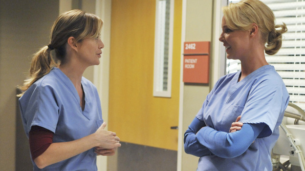 "GREY'S ANATOMY - ""Here Comes the Flood"" - Meredith and Izzie chat in the hall, on ""Grey's Anatomy,"" THURSDAY, OCTOBER 9 (9:00-10:01 p.m., ET) on the ABC Television Network. (ABC/ERIC McCANDLESS) ELLEN POMPEO, KATHERINE HEIGL"
