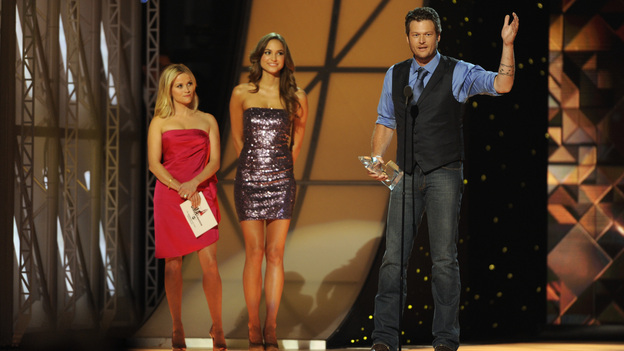 "THE 45th ANNUAL CMA AWARDS - THEATRE - ""The 45th Annual CMA Awards"" broadcast live on ABC from the Bridgestone Arena in Nashville on WEDNESDAY, NOVEMBER 9 (8:00-11:00 p.m., ET). (ABC/KATHERINE BOMBOY-THORNTON)REESE WITHERSPOON, BLAKE SHELTON"