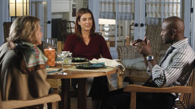 PRIVATE PRACTICE - &quot;If You Don't Know Me By Now&quot; - Addison's mother, Bizzy, aggressively demands her daughter do whatever it takes to save her partner from dying - including working with Dr. Rodriguez once again. Meanwhile Amelia and Pete's medical consultation is complicated when a patient's wife and his mistress disagree on the course of treatment, Charlotte and Cooper try to be intimate with each other again, and Violet considers publishing a personally-revealing book she's written, on &quot;Private Practice,&quot; THURSDAY, JANUARY 6 (10:01-11:00 p.m., ET) on the ABC Television Network. (ABC/JORDIN ALTHAUS)JOBETH WILLIAMS, KATE WALSH, TAYE DIGGS