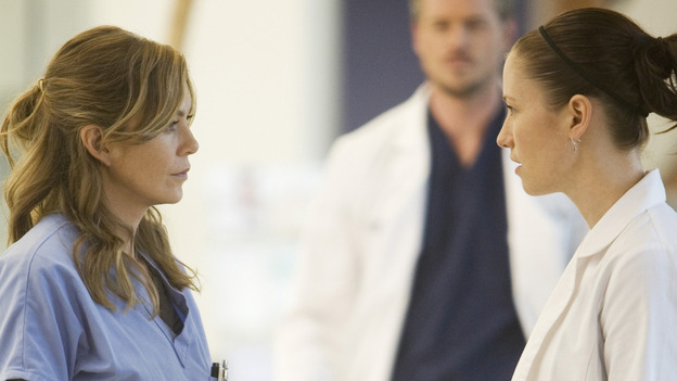 "GREY'S ANATOMY - ""These Ties That Bind"" - Meredith and Lexie discuss a patient, on ""Grey's Anatomy,"" THURSDAY, NOVEMBER 13 (9:00-10:01 p.m., ET) on the ABC Television Network. (ABC/RANDY HOLMES) ELLEN POMPEO, ERIC DANE (BACKGROUND), CHYLER LEIGH"
