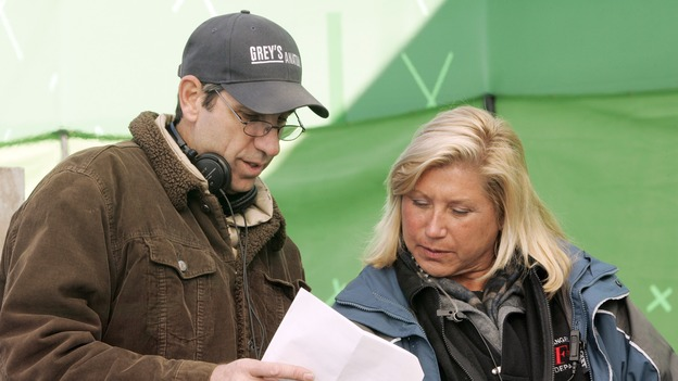 "GREY'S ANATOMY - ""Walk on Water"" - Director/producer Rob Corn and producer/technical advisor Linda Klein (right) review notes while shooting ""Grey's Anatomy"" on location at the Santa Anita Park in Arcadia, California. (ABC/VIVIAN ZINK)"