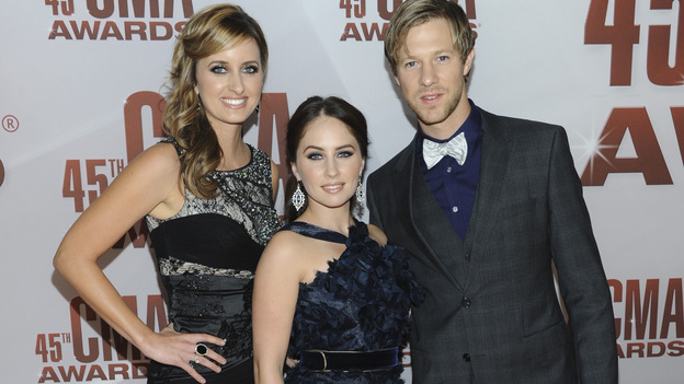 THE 45th ANNUAL CMA AWARDS - RED CARPET ARRIVALS - &quot;The 45th Annual CMA Awards&quot; will broadcast live on ABC from the Bridgestone Arena in Nashville on WEDNESDAY, NOVEMBER 9 (8:00-11:00 p.m., ET). (ABC/JASON KEMPIN)EDENS EDGE