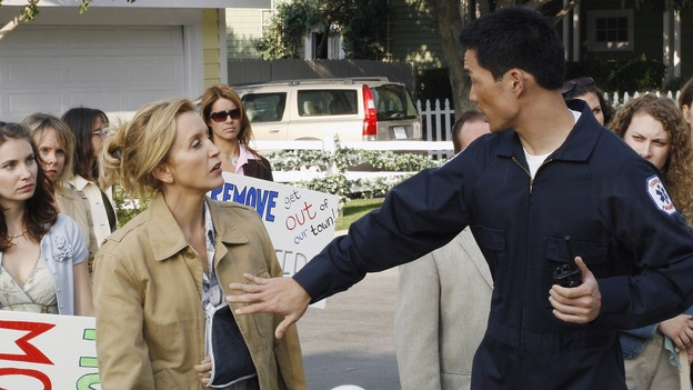 "DESPERATE HOUSEWIVES - ""The Miracle Song"" (ABC/RON TOM)FELICITY HUFFMAN, CHASE KIM"