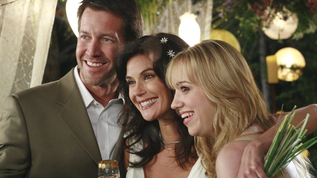 "DESPERATE HOUSEWIVES - ""Getting Married Today"" - Mike, Susan and Julie after the wedding. SUNDAY, MAY 20 (9:00-10:02 p.m., ET) on the ABC Television Network. (ABC/RON TOM) JAMES DENTON, TERI HATCHER, ANDREA BOWEN"
