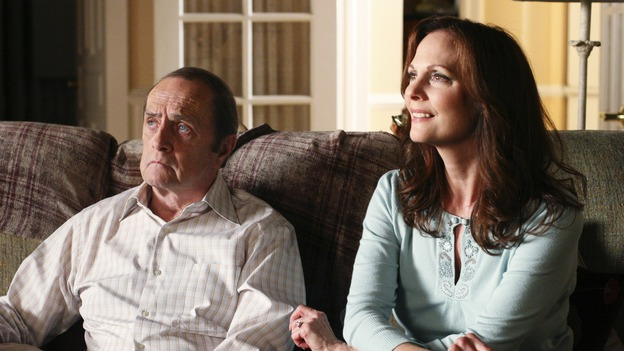 "DESPERATE HOUSEWIVES - ""I Must Be Dreaming"" - Gabrielle revisits her past when old friends come to town, Morty (guest star Bob Newhart) helps Susan out of a jam, and the Scavos learn more about the new neighbors, on ""Desperate Housewives,"" SUNDAY, OCTOBER XXXXX (9:00-10:01 p.m., ET) on the ABC Television Network. (ABC/DANNY FELD)BOB NEWHART, LESLEY ANN WARREN"