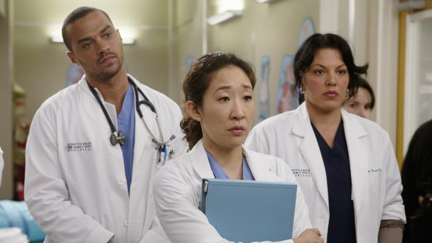 GREY'S ANATOMY - &quot;Invest in Love&quot; - A generous donation is offered to Seattle Grace by the parents of Arizona's 10-year-old patient. however, when his condition worsens, she finds herself in a conflict of interests. Meanwhile, Cristina tests her boundaries with Owen at the hospital, and adding insult to injury, Alex is left with all of Izzie's hospital bills to contend with, on &quot;Grey's Anatomy,&quot; THURSDAY, NOVEMBER 5 (9:00-10:01 p.m., ET) on the ABC Television Network. (ABC/RANDY HOLMES)JESSE WILLIAMS, SANDRA OH, SARA RAMIREZ