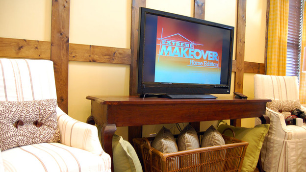 "EXTREME MAKEOVER HOME EDITION - ""Sharrock Family,"" - Accessory    Picture, on  ""Extreme Makeover Home Edition,"" Sunday, May 15th       (8:00-9:00 p.m.  ET/PT) on the ABC Television Network."
