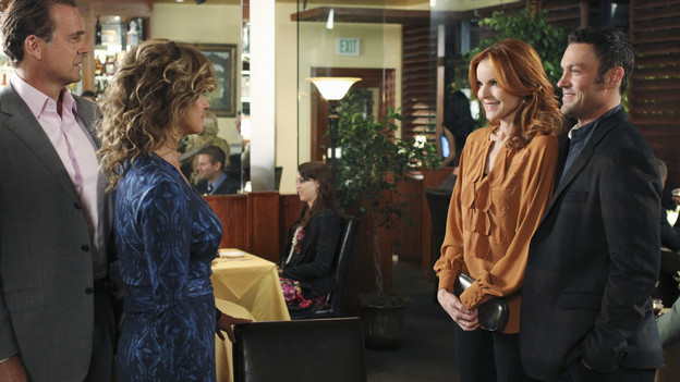 "DESPERATE HOUSEWIVES - ""A Humiliating Business"" - Susan begrudgingly accepts Lynette's offer to be baby Paige's nanny; Bree is embarrassed to tell Keith that she's beginning to go through menopause; Renee makes a tempting job proposition to Lynette; Gabrielle fears that Bob is trying to seduce Carlos after the two strike up a friendship; and Beth begins to question Paul's motives on the lane, on ""Desperate Housewives,"" SUNDAY, NOVEMBER 7 (9:00-10:01 p.m., ET) on the ABC Television Network. (ABC/RON TOM)JOHN SCHNEIDER, NANCY TRAVIS, MARCIA CROSS, BRIAN AUSTIN GREEN"