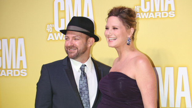 "THE 46TH ANNUAL CMA AWARDS - RED CARPET ARRIVALS - ""The 46th Annual CMA Awards"" airs live THURSDAY, NOVEMBER 1 (8:00-11:00 p.m., ET) on ABC live from the Bridgestone Arena in Nashville, Tennessee. (ABC/SARA KAUSS)SUGARLAND"