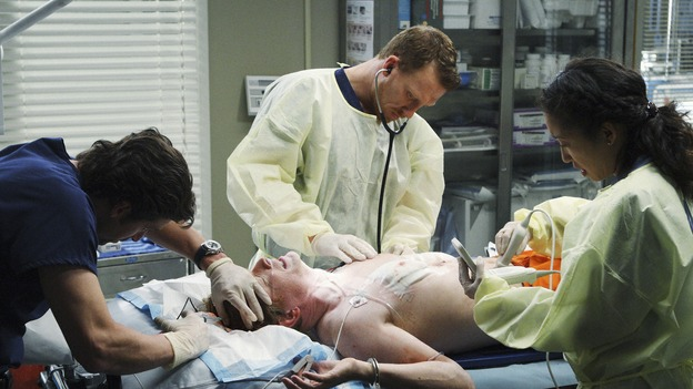 "GREY'S ANATOMY - ""Wish You Were Here"" - Dr. Owen Hunt examines William, a convicted serial killer and death row inmate, on ""Grey's Anatomy,"" THURSDAY, JANUARY 8 (9:00-10:01 p.m., ET) on the ABC Television Network. (ABC/CRAIG SJODIN) PATRICK DEMPSEY, ERIC STOLTZ (ON GURNEY), KEVIN MCKIDD, SANDRA OH"