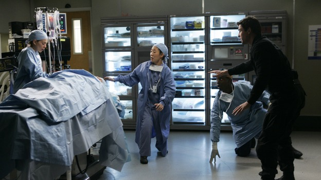 GREY'S ANATOMY - &quot;It's the End of the World (As We Know It)&quot; (ABC/PETER &quot;HOPPER&quot; STONE)ELLEN POMPEO, SANDRA OH, ISAIAH WASHINGTON, KYLE CHANDLER