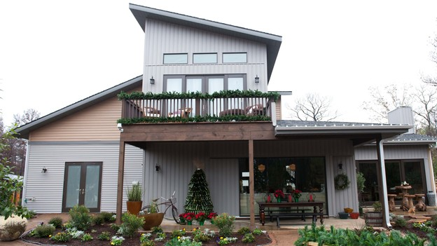 "EXTREME MAKEOVER HOME EDITION - Exterior Photo, ""Zdroj Family,"" on ""Extreme Makeover Home Edition,"" Monday, December 3rd (8:00-10:00 p.m. ET/PT) on the ABC Television Network."