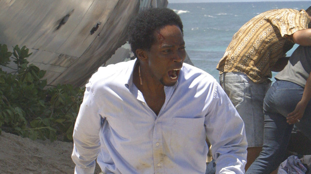 100440_8224 -- LOST - PILOT (ABC/MARIO PEREZ) HARROLD PERRINEAU