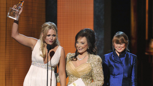 "THE 44TH ANNUAL CMA AWARDS - THEATRE - ""The 44th Annual CMA Awards"" were broadcast live from the Bridgestone Arena in Nashville, WEDNESDAY, NOVEMBER 10 (8:00-11:00 p.m., ET) on the ABC Television Network. (ABC/KATHERINE BOMBOY)MIRANDA LAMBERT, LORETTA LYNN, SISSY SPACEK"