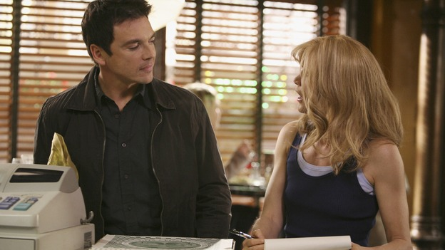DESPERATE HOUSEWIVES - &quot;In Buddy's Eyes&quot; - Lynette is surprised when someone from her past shows up at Scavo pizzeria on Desperate Housewives,&quot; SUNDAY, APRIL 20 (9:00-10:02 p.m., ET) on the ABC Television Network. (ABC/DANNY FELD) JASON GEDRICK, FELICITY HUFFMAN