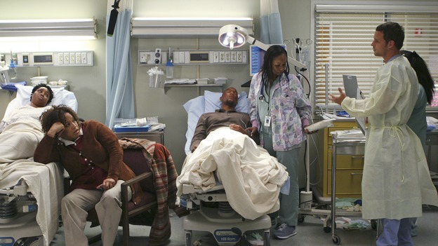 "GREY'S ANATOMY - ""INTO YOU LIKE A TRAIN"" (ABC/MICHAEL DESMOND)JULIETTE JEFFERS, KYM WHITLEY, JUSTIN CHAMBERS"