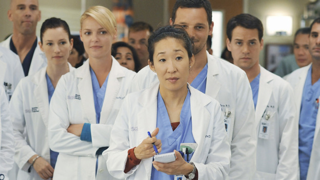 "GREY'S ANATOMY - ""There's No 'I' in Team"" - Bailey heads up a team of surgeons performing a ""domino procedure"" in which each surgery hinges on the one preceding it, on ""Grey's Anatomy,"" THURSDAY, OCTOBER 23 (9:00-10:01 p.m., ET) on the ABC Television Network.  (ABC/ERIC MCCANDLESS) CHYLER LEIGH, KATHERINE HEIGL, SANDRA OH, JUSTIN CHAMBERS, T.R. KNIGHT"