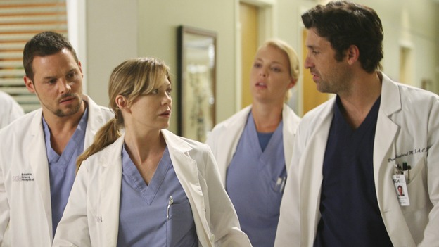 "GREY'S ANATOMY - ""Here Comes the Flood"" - Alex and Izzie beg to be able to stay with Meredith and Derek, but Derek wants them out, on ""Grey's Anatomy,"" THURSDAY, OCTOBER 9 (9:00-10:01 p.m., ET) on the ABC Television Network. (ABC/DANNY FELD) JUSTIN CHAMBERS, ELLEN POMPEO, KATHERINE HEIGL, PATRICK DEMPSEY"
