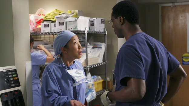 "GREY'S ANATOMY - ""INTO YOU LIKE A TRAIN"" (ABC/MICHAEL DESMOND)SANDRA OH, ISAIAH WASHINGTON"