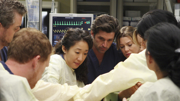 "GREY'S ANATOMY - ""These Ties That Bind"" - The team of doctors at Seattle Grace work on a new trauma patient, on ""Grey's Anatomy,"" THURSDAY, NOVEMBER 13 (9:00-10:01 p.m., ET) on the ABC Television Network. (ABC/CRAIG SJODIN) ERIC DANE, KEVIN MCKIDD, SANDRA OH, PATRICK DEMPSEY, ELLEN POMPEO, SARA RAMIREZ (OBSCURED)"
