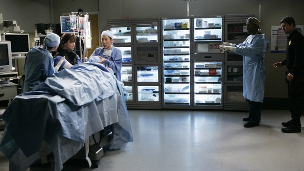 "GREY'S ANATOMY - ""It's the End of the World (As We Know It)"" (ABC/PETER ""HOPPER"" STONE)ELLEN POMPEO, CHRISTINA RICCI, SANDRA OH, ISAIAH WASHINGTON, KYLE CHANDLER"