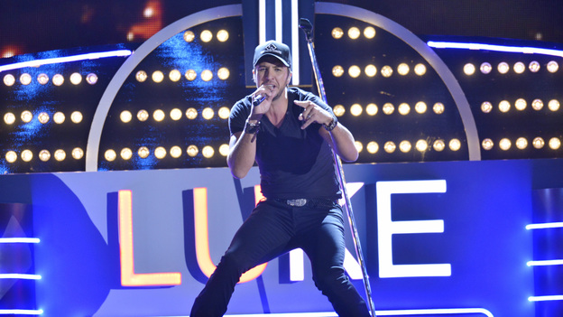 "THE 46TH ANNUAL CMA AWARDS - THEATRE - ""The 46th Annual CMA Awards"" airs live THURSDAY, NOVEMBER 1 (8:00-11:00 p.m., ET) on ABC live from the Bridgestone Arena in Nashville, Tennessee. (ABC/KATHERINE BOMBOY-THORNTON)LUKE BRYAN"