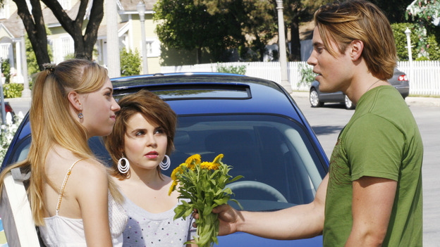 "DESPERATE HOUSEWIVES - ""Nice She Ain't"" - The divorce between Gaby and Carlos reaches new levels of bitterness, Lynette becomes the co-owner of a new business venture, and Susan struggles with her love for two men, on ""Desperate Housewives,"" SUNDAY, OCTOBER 22 (9:00-10:01 p.m., ET) on the ABC Television Network. (ABC/RON TOM)ANDREA BOWEN, MAE WHITMAN, JOSH HENDERSON"