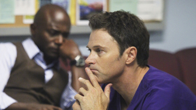 "PRIVATE PRACTICE - ""A Death in the Family"" - After Pete discovers Violet dying on the floor of her home, having barely survived a violent attack from her patient, Katie, he rushes her to the hospital where Addison and Naomi fight to save her life. Meanwhile, the whereabouts and condition of Violet's stolen baby are unknown, on the season premiere of ""Private Practice,"" THURSDAY, OCTOBER 1 (10:01-11:00 p.m., ET) on the ABC Television Network. (ABC/DANNY FELD)TAYE DIGGS, TIM DALY"