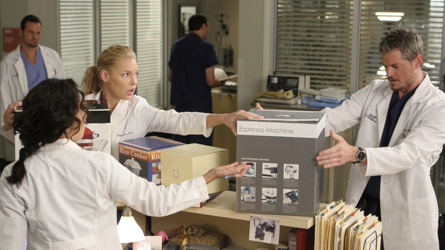 "GREY'S ANATOMY - ""Love/Addiction"" - The residents and interns treat the victims of a massive explosion at an apartment building, while Alex investigates the cause of the accident, Mama Burke returns to collect her son's things just as Cristina trades her wedding presents in exchange for surgeries, Lexie tries to have a heart-to-heart with an unwilling Meredith, and while Callie is overwhelmed with her duties as Chief Resident, Bailey searches for an outlet for her pent-up leadership skills, on ""Grey's Anatomy,"" THURSDAY, OCTOBER 4 (9:00-10:01 p.m., ET) on the ABC Television Network. (ABC/MICHAEL DESMOND)JUSTIN CHAMBERS, SANDRA OH, KATHERINE HEIGL, ERIC DANE"