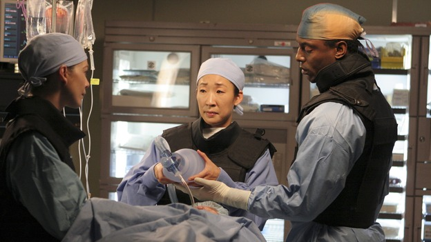 "GREY'S ANATOMY - ""It's the End of the World (As We Know It)"" (ABC/RICHARD CARTWRIGHT)ELLEN POMPEO, SANDRA OH, ISAIAH WASHINGTON"