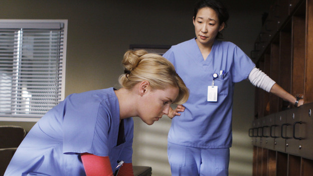 GREY'S ANATOMY - &quot;Stand By Me&quot; - Izzie and Cristina argue over keeping her cancer a secret, on &quot;Grey's Anatomy,&quot; THURSDAY, MARCH 19 (9:00-10:02 p.m., ET) on the ABC Television Network. (ABC/MICHAEL DESMOND) KATHERINE HEIGL, SANDRA OH