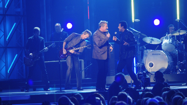 "THE 45th ANNUAL CMA AWARDS - THEATRE - ""The 45th Annual CMA Awards"" broadcast live on ABC from the Bridgestone Arena in Nashville on WEDNESDAY, NOVEMBER 9 (8:00-11:00 p.m., ET). (ABC/KATHERINE BOMBOY-THORNTON)RASCAL FLATTS, LIONEL RICHIE"