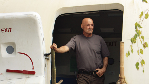"LOST - ""The Candidate"" - Jack must decide whether or not to trust Locke after he is asked to follow through on a difficult task, on ""Lost,"" TUESDAY, MAY 4 (9:00-10:02 p.m., ET) on the ABC Television Network. (ABC/MARIO PEREZ) TERRY O'QUINN"