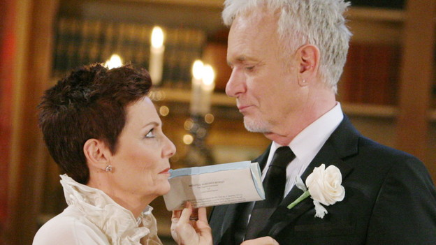 "Jane Elliot, Anthony Geary""General Hospital"" SetThe Prospect StudiosABC StudiosLos Angeles11/30/10©Howard Wise/jpistudios.com310-657-9661Episode # 12210U.S.Airdate 12/27/10"