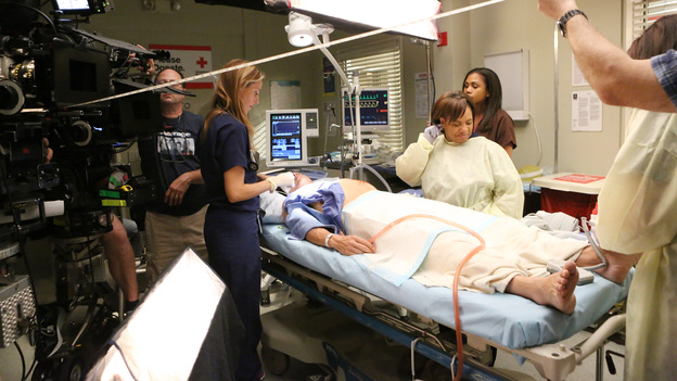 "GREY'S ANATOMY - ""Flight"" - Faced with a life threatening situation, the doctors must fight to stay alive while trying to save the lives of their peers; Bailey and Ben make a decision regarding their relationship; and Teddy is presented with a tempting offer. Meanwhile, Richard plans a special dinner for the residents, on the Season Finale of ""Grey's Anatomy,"" THURSDAY, MAY 17 (9:00-10:01 p.m., ET) on the ABC Television Network. (ABC/DANNY FELD)KIM RAVER, CHANDRA WILSON"
